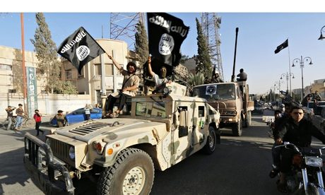 isis-fighters-drive-us-humvee