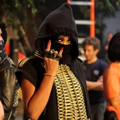 Rihanna-Run-This-Town-Video-Devil-Horns