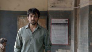 Pratik Gandhi acting review in Wrong Side Raju